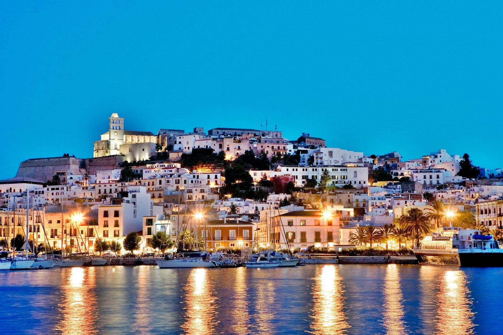 Ferrari Alquiler venta renting coches de lujo en Ibiza rent a car